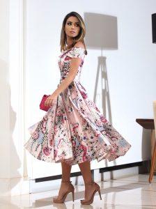 260bf382ad A aposta é excelente para as madrinhas fashionistas em casamentos ao ar  livre.